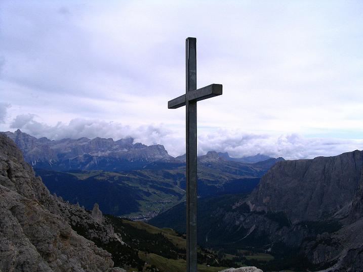Foto: Andreas Koller / Klettersteig Tour / Ferrata Cir V (2520m) / Kleines Gipfelkreuz auf der Cirspitze V / 24.09.2008 00:43:29