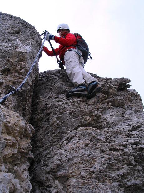 Foto: Andreas Koller / Klettersteig Tour / Ferrata Cir V (2520m) / Exponierter Abstieg vom kleinen Gipfel / 24.09.2008 00:43:03