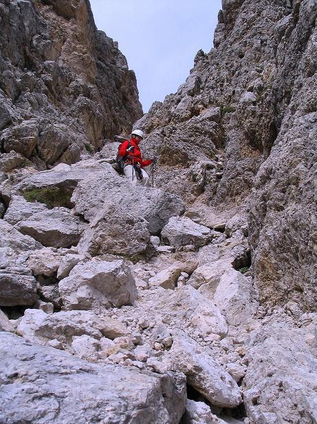 Foto: Andreas Koller / Klettersteig Tour / Ferrata Cir V (2520m) / Die steile, schuttige Abstiegsrinne / 24.09.2008 00:40:19