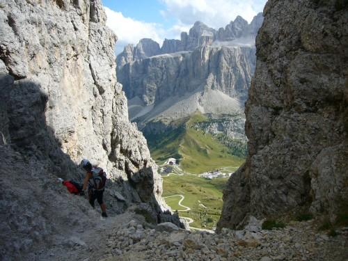 Foto: hofchri / Klettersteig Tour / Ferrata Cir V (2520m) / steiler Abstieg in der Schotterrinne / 14.02.2009 17:39:08