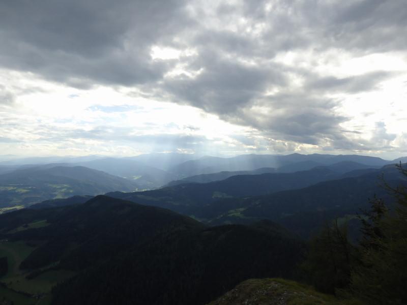 Foto: Günter Siegl / Wander Tour / 7 Gipfel Wanderung / Blick vom Grebenzen auf den Kamm / 31.08.2014 21:25:16