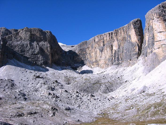Foto: Andreas Koller / Klettersteig Tour / Piz da Lech (2910m): Südkar-Anstieg oder Klettersteig / Blick zum Piz Boes (3152 m), darunter im Schatten die Ferrata Vallon / 25.09.2008 20:20:38