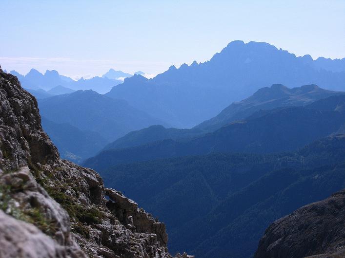 Foto: Andreas Koller / Klettersteig Tour / Piz da Lech (2910m): Südkar-Anstieg oder Klettersteig / Weit reicht der Blick auch nach SO / 25.09.2008 20:17:09