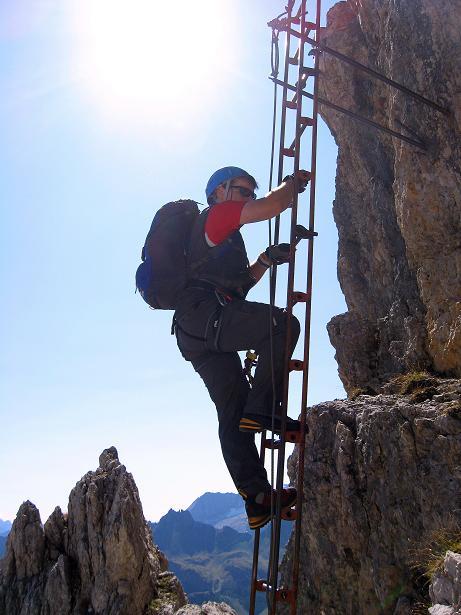 Foto: Andreas Koller / Klettersteig Tour / Piz da Lech (2910m): Südkar-Anstieg oder Klettersteig / Aufstieg auf der senkrechten ersten Leiter / 25.09.2008 20:10:59