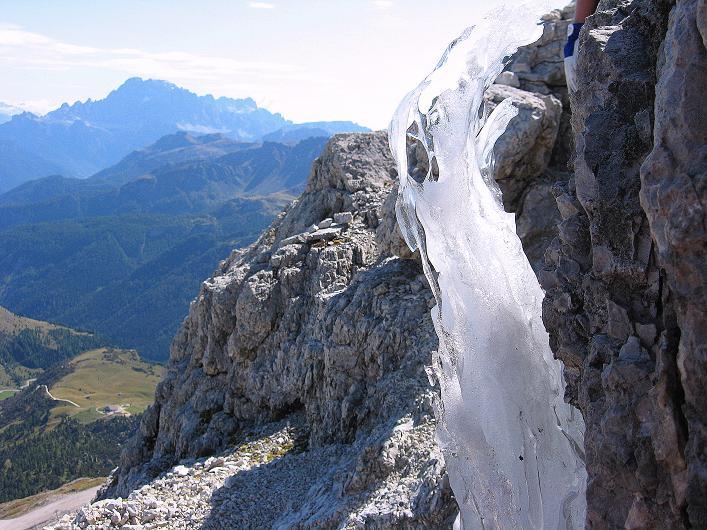Foto: Andreas Koller / Klettersteig Tour / Piz da Lech (2910m): Südkar-Anstieg oder Klettersteig / Eisformation unter dem Gipfel / 25.09.2008 20:04:42