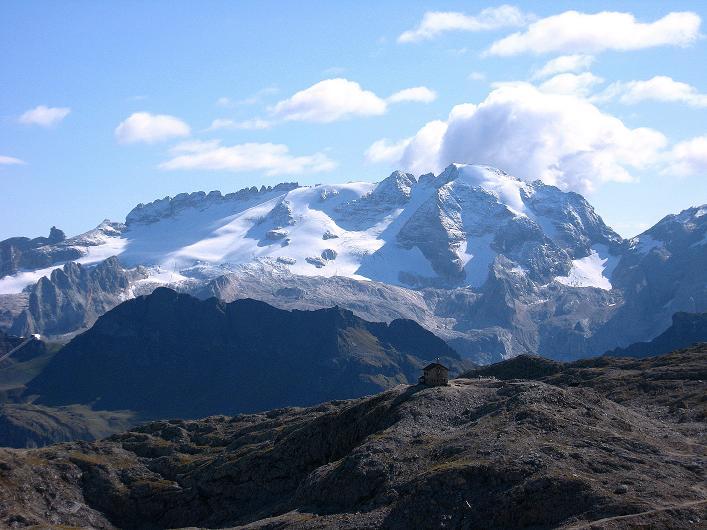 Foto: Andreas Koller / Klettersteig Tour / Piz da Lech (2910m): Südkar-Anstieg oder Klettersteig / Blick über die Kostner Hütte auf die Marmolada (3343 m) / 25.09.2008 20:01:55