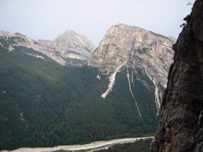 Foto: Manfred Karl / Klettersteig Tour / Punta Fiames, Via ferrata Albino Michielli Strobel / Ausblick vom Beginn des Klettersteiges zum Col Rosa / 25.09.2008 21:58:13