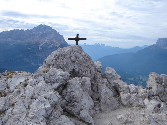 Foto: Manfred Karl / Klettersteig Tour / Punta Fiames, Via ferrata Albino Michielli Strobel / Links im Hintergrund der Sorapiss / 25.09.2008 21:56:29