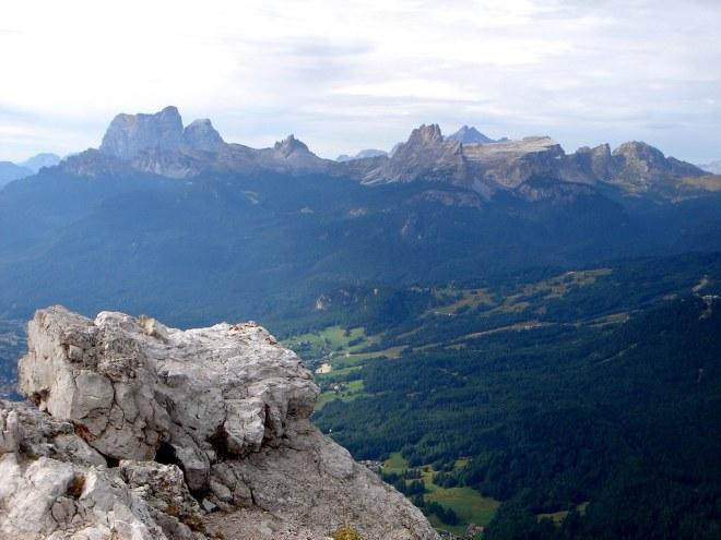 Foto: Manfred Karl / Klettersteig Tour / Punta Fiames, Via ferrata Albino Michielli Strobel / Herrlicher Blick vom Gipfel nach Süden / 25.09.2008 21:55:57