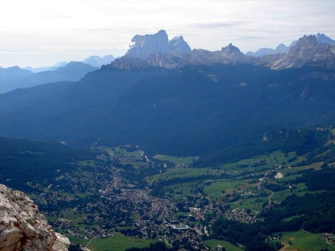 Foto: Manfred Karl / Klettersteig Tour / Punta Fiames, Via ferrata Albino Michielli Strobel / Blick über Cortina zum Pelmo / 25.09.2008 21:54:08