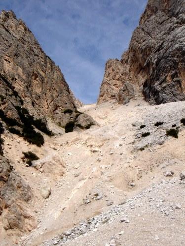 Foto: Manfred Karl / Klettersteig Tour / Punta Fiames, Via ferrata Albino Michielli Strobel / Problemloses abrutschen geht heute leider nicht mehr / 25.09.2008 21:36:08