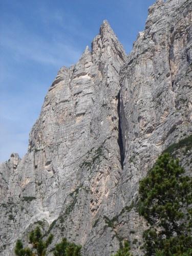 Foto: Manfred Karl / Klettersteig Tour / Punta Fiames, Via ferrata Albino Michielli Strobel / Südwand und Südkante der Punta Fiames, zwei beliebte und herrliche Klettertouren / 25.09.2008 21:34:17