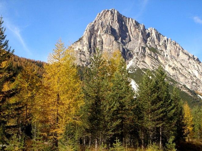 Foto: Manfred Karl / Klettersteig Tour / Col Rosá, Via ferrata Ettore Bovero / Col Rosa, ungefähr entlang der linken Kante verläuft der Klettersteig / 25.09.2008 22:22:49