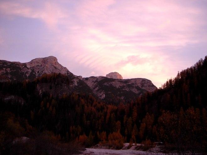 Foto: Manfred Karl / Klettersteig Tour / Col Rosá, Via ferrata Ettore Bovero / Morgenstimmung, im Hintergrund lugt die Hohe Gaisl hervor / 25.09.2008 22:21:56
