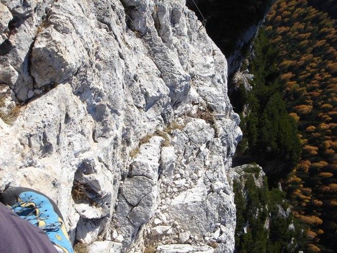 Foto: Manfred Karl / Klettersteig Tour / Col Rosá, Via ferrata Ettore Bovero / Teilweise ist der Klettersteig recht luftig / 25.09.2008 22:19:38