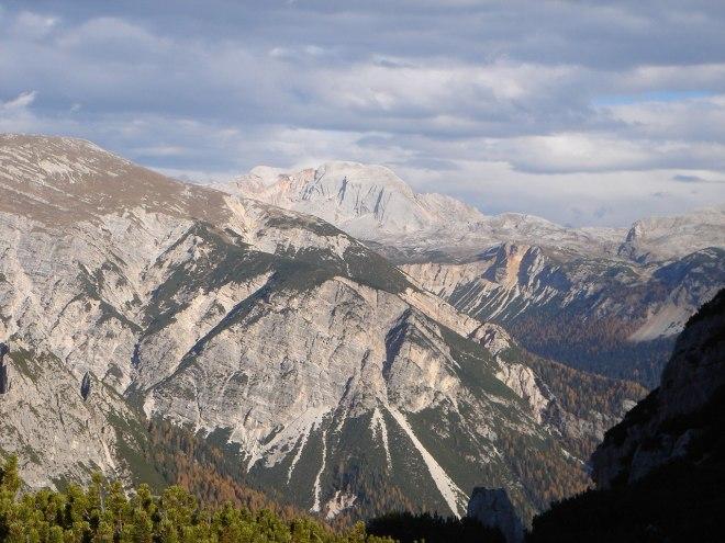 Foto: Manfred Karl / Klettersteig Tour / Col Rosá, Via ferrata Ettore Bovero / Seekofel mit der Südwand, durch die etliche schöne Plattenklettereien führen / 25.09.2008 22:17:59