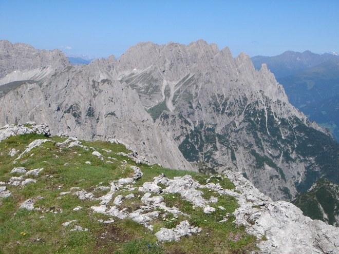 Foto: Manfred Karl / Klettersteig Tour / Laserz Klettersteig / Gemütliche Rastplätze am Gipfel / 25.09.2008 22:40:09