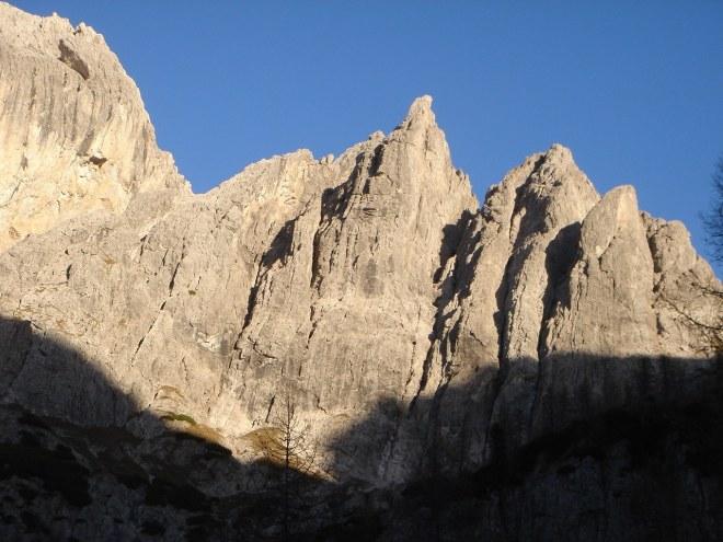 Foto: Manfred Karl / Klettersteig Tour / Laserz Klettersteig / Das spitze Horn etwas rechts der Bildmitte ist die Kleine Laserzwand / 25.09.2008 22:37:56
