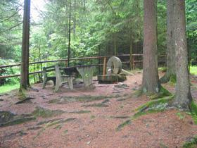 Foto: Romana Koeroesi / Wander Tour / Historischer Quellenwanderweg Q 1 Goldbründlweg / 21.04.2009 09:43:02