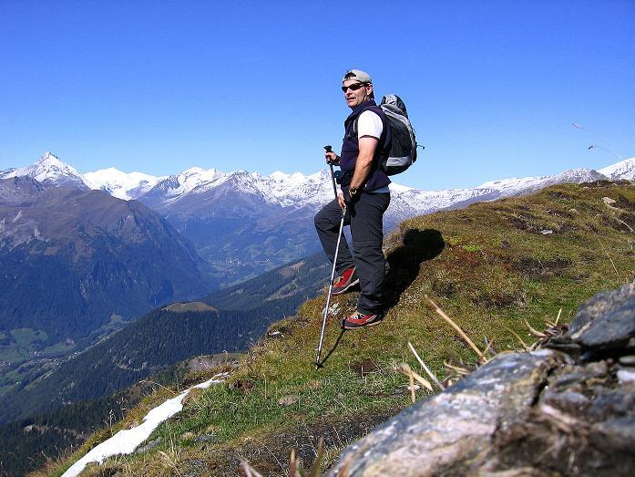 Foto: Andreas Koller / Wander Tour / Vom Glocknerblick auf den Mohar (2604m) / Beom Mohar-Kreuz mit Blick in die Glocknergruppe / 30.09.2008 22:43:48