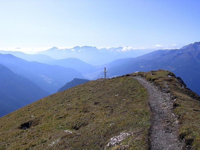 Foto: Andreas Koller / Wander Tour / Vom Glocknerblick auf den Mohar (2604m) / Blick übers Mohar-Kreuz nach S in die Lienzer Dolomiten / 30.09.2008 22:43:21