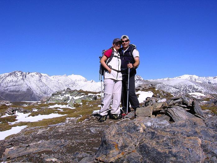 Foto: Andreas Koller / Wander Tour / Vom Glocknerblick auf den Mohar (2604m) / Gipfelfreude mit Sonnblick (3106 m) im Hintergrund / 30.09.2008 22:38:58