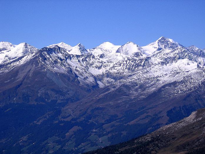 Foto: Andreas Koller / Wander Tour / Vom Glocknerblick auf den Mohar (2604m) / Die Glocknergruppe vom Fuscherkarkopf (3336 m) bis zum Großen Wiesbachhorn (3570 m) / 30.09.2008 22:36:47