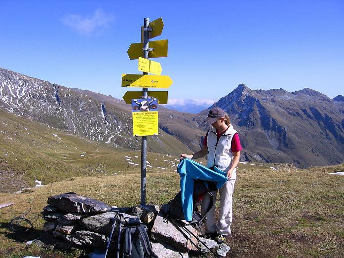 Foto: Andreas Koller / Wander Tour / Vom Glocknerblick auf den Mohar (2604m) / Rast am Göritzer Törl mit Blick auf die Makerni Spitze (2644 m) / 30.09.2008 22:35:09