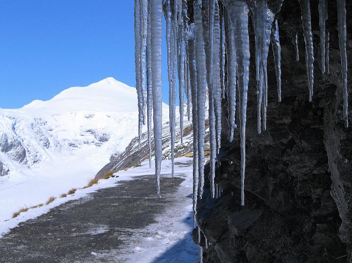 Foto: Andreas Koller / Wander Tour / Fuscherkarkopf (3336m) - Überschreitung / Am Gamsgrubenweg mit Blick auf den Johannisberg (3463 m) / 02.10.2008 03:03:04
