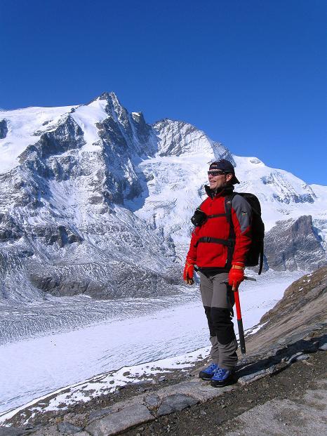 Foto: Andreas Koller / Wander Tour / Fuscherkarkopf (3336m) - Überschreitung / Am Gamsgrubenweg gegen Großglockner (3798 m) / 02.10.2008 03:02:37