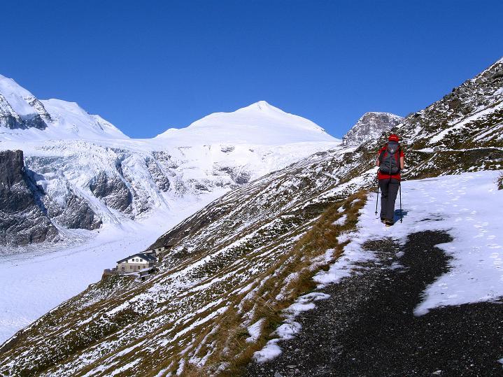 Foto: Andreas Koller / Wander Tour / Fuscherkarkopf (3336m) - Überschreitung / Die Hoffmannshütte und der Johannisberg (3463 m) / 02.10.2008 03:02:15