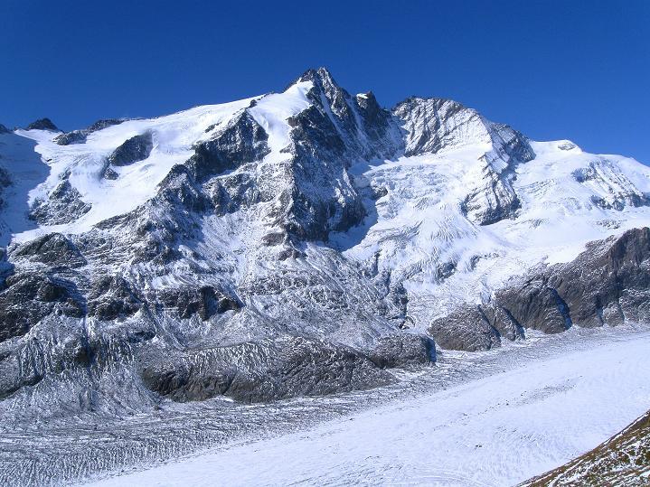 Foto: Andreas Koller / Wander Tour / Fuscherkarkopf (3336m) - Überschreitung / Die Pasterze und der Großglockner (3798 m) / 02.10.2008 03:01:22