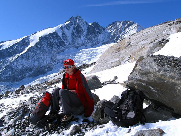 Foto: Andreas Koller / Wander Tour / Fuscherkarkopf (3336m) - Überschreitung / Rast im Banne des Großglockners (3798 m) / 02.10.2008 02:57:53