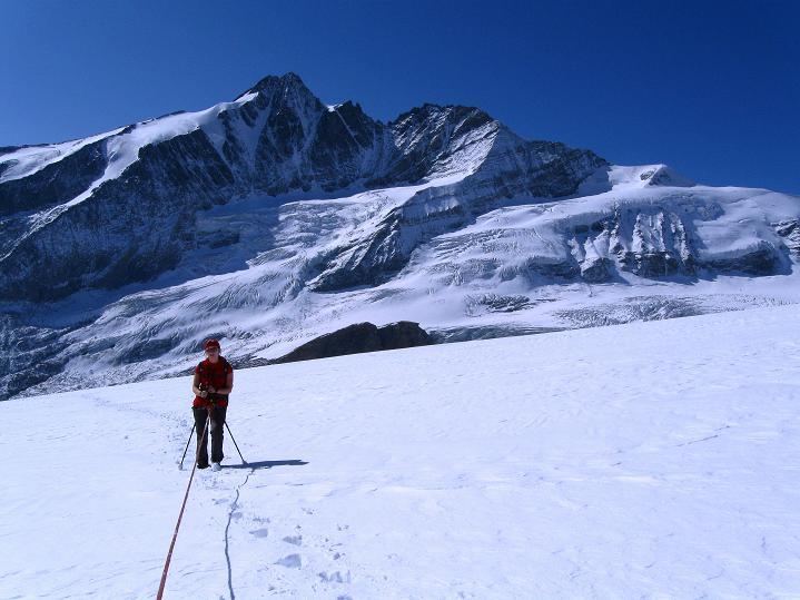 Foto: Andreas Koller / Wander Tour / Fuscherkarkopf (3336m) - Überschreitung / Am Südlichen Bockkarkees gegen Großglockner (3798 m) / 02.10.2008 02:56:38