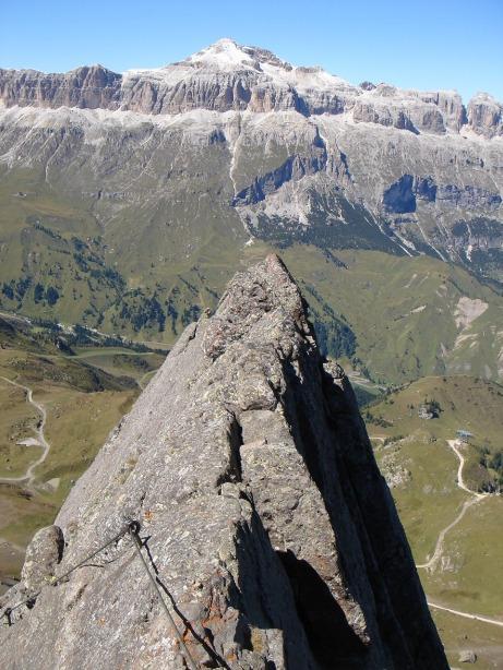 Foto: Manfred Karl / Klettersteig Tour / Via ferrata delle Trincee / Nach der Einstiegswand erreicht man den luftigen Grat / 04.10.2008 14:27:41
