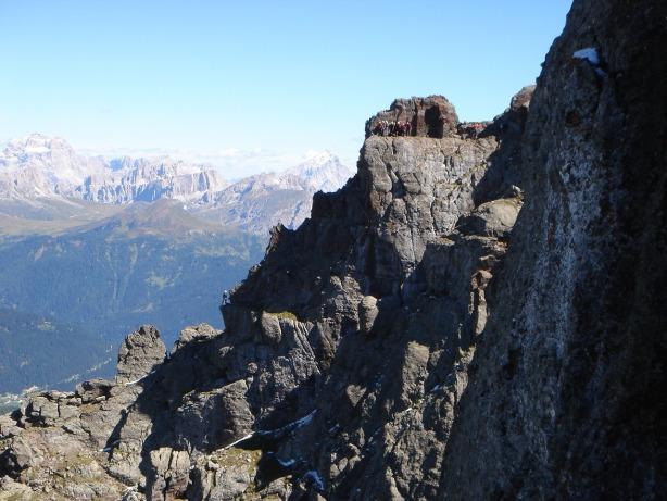 Foto: Manfred Karl / Klettersteig Tour / Via ferrata delle Trincee / Blick auf den nächsten Teilabschnitt des Klettersteiges, der mit einem längeren, steilen Abstieg aufwartet / 04.10.2008 14:25:41