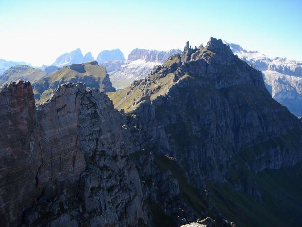 Foto: Manfred Karl / Klettersteig Tour / Via ferrata delle Trincee / Rückblick von der Mesola auf den Padonkamm / 04.10.2008 14:14:16