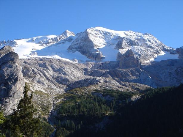 Foto: Manfred Karl / Klettersteig Tour / Via ferrata delle Trincee / Marmolada im frühherbstlichen Neuschneekleid / 04.10.2008 14:13:31