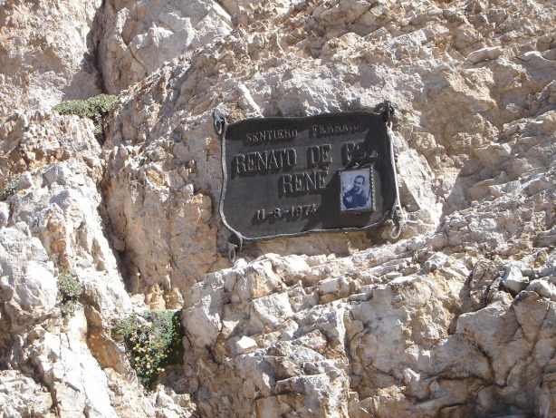 Foto: Manfred Karl / Klettersteig Tour / Via ferrata René de Pol / Gedenktafel für den Namensgeber des Klettersteiges / 04.10.2008 17:07:50