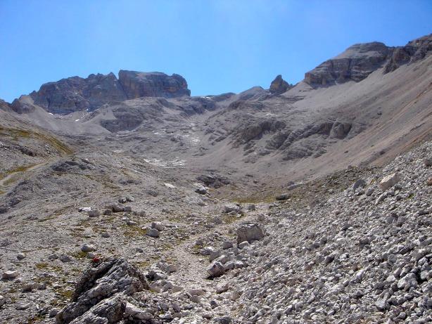 Foto: Manfred Karl / Klettersteig Tour / Via ferrata René de Pol / Von der Forcella Verde schaut es weit aus bis zur Forcella Grande / 04.10.2008 17:06:47