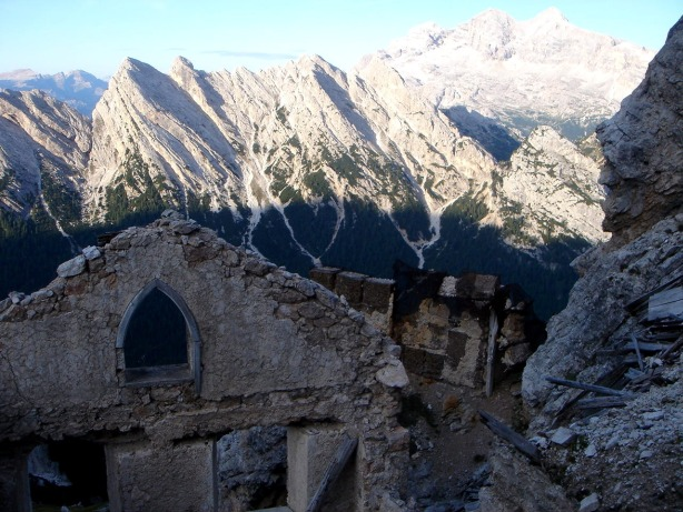 Foto: Manfred Karl / Klettersteig Tour / Via ferrata Ivano Dibona / Stellungsreste in der Nähe vom Zurlon, Bild 2 / 04.10.2008 16:38:44
