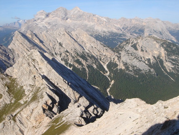 Foto: Manfred Karl / Klettersteig Tour / Via ferrata Ivano Dibona / Blick über die Forcella Bassa zur Tofana / 04.10.2008 16:36:23