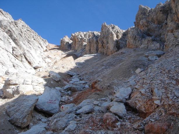 Foto: Manfred Karl / Klettersteig Tour / Via ferrata Ivano Dibona / Der vielleicht anstrengendste Teil des Dibonasteiges, das Schuttkar unterhalb der Forcella Alta (leider auch im Abstieg unangenehm) / 04.10.2008 16:34:40