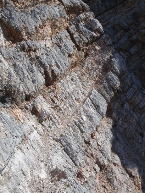 Foto: Manfred Karl / Klettersteig Tour / Via ferrata Ivano Dibona / Gut gesicherte Querung luftiger Bänder / 04.10.2008 16:31:46