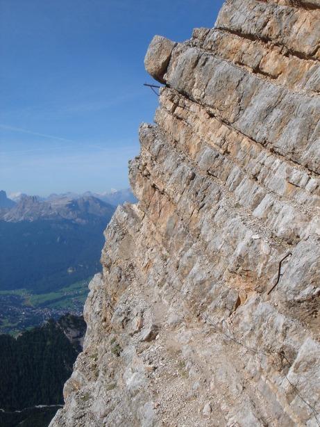 Foto: Manfred Karl / Klettersteig Tour / Via ferrata Ivano Dibona / Ausgesetzte Querung in der Südseite der Vecchio del Forame / 04.10.2008 16:31:03