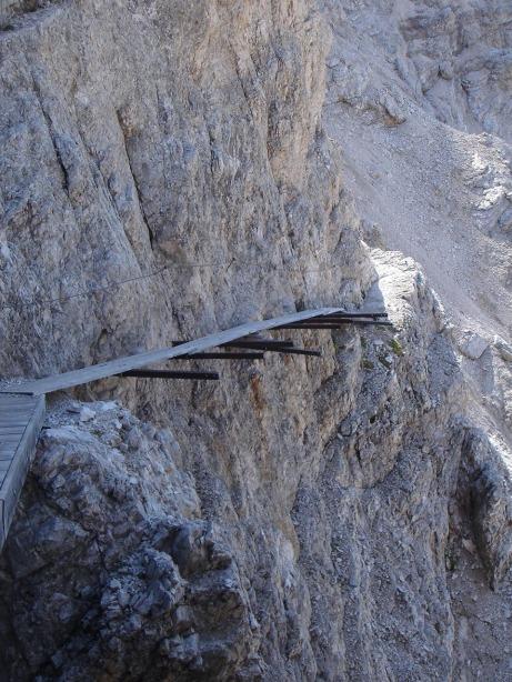 Foto: Manfred Karl / Klettersteig Tour / Via ferrata Ivano Dibona / Interessante Querung zur Cresta Bianca / 04.10.2008 16:22:23