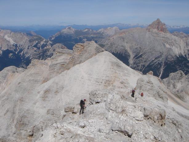 Foto: Manfred Karl / Klettersteig Tour / Via ferrata Ivano Dibona / Begeher des Dibonasteiges, die Richtung Ospitale unterwegs sind / 04.10.2008 16:18:44