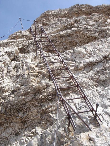 Foto: Manfred Karl / Klettersteig Tour / Via ferrata Ivano Dibona / Die Leiter oberhalb der Forcella Grande / 04.10.2008 16:15:30