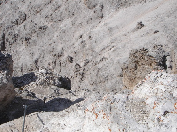 Foto: Manfred Karl / Klettersteig Tour / Via ferrata Ivano Dibona / Ausstieg des kurzen Klettersteiges am Cristallino / 04.10.2008 16:15:05