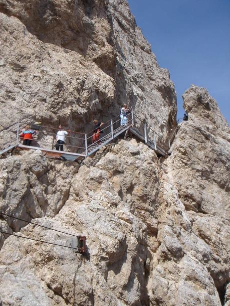 Foto: Manfred Karl / Klettersteig Tour / Via ferrata Ivano Dibona / Die Metallstiege zur Seilbahnbergstation in der Forcella Staunies / 04.10.2008 16:06:37